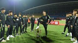 한국 U-18 축구대표팀이 우승 트로피를 박탈