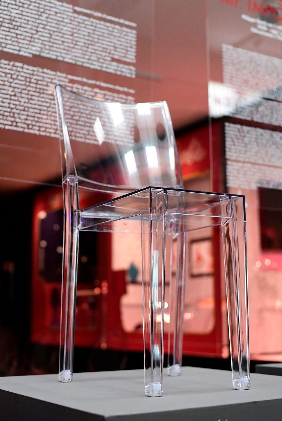 Η πρώτη πλαστική καρέκλα, σχεδιασμένη για τη Kartell το 1999 από τον Γάλλο σχεδιαστή Philippe Starck.