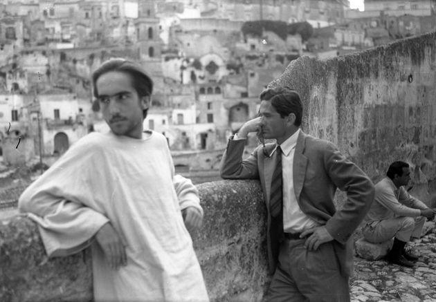 Enrique Irazoqui e Pier Paolo Pasolini in un famoso scatto di Domenico Notarangelo sul set del film 'Il...