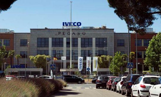 En libertad tras prestar declaración el exnovio de la trabajadora de IVECO que se suicidó por la difusión...
