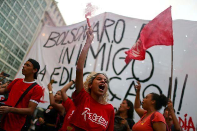 No Rio de Janeiro, manifestantes se concentraram em frente à Candelária e depois tomaram...