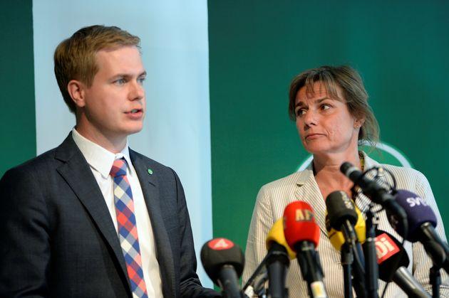 演説するスウェーデンの若手政治家 Gustav