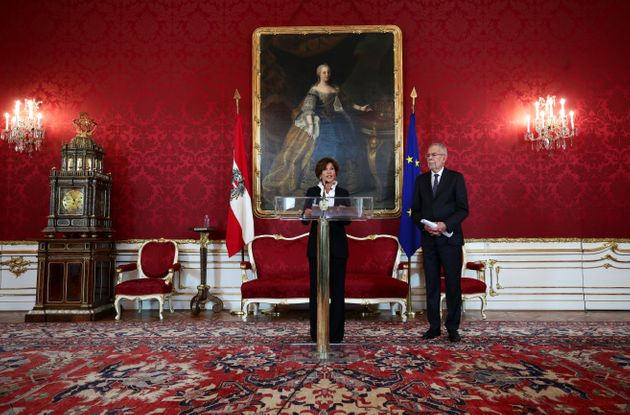 판데어벨렌 대통령이 임명 사실을 발표하고 있다.