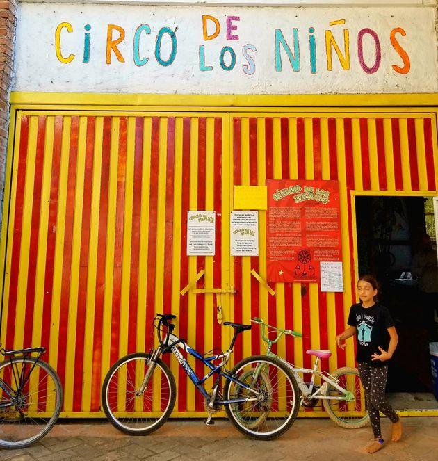 Le cofondateur du Cirque du Soleil a monté son Circo de los Niños dans une ancienne usine...