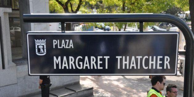 Los fans del Liverpool 'rebautizan' la plaza Margaret Thatcher y la foto se hace