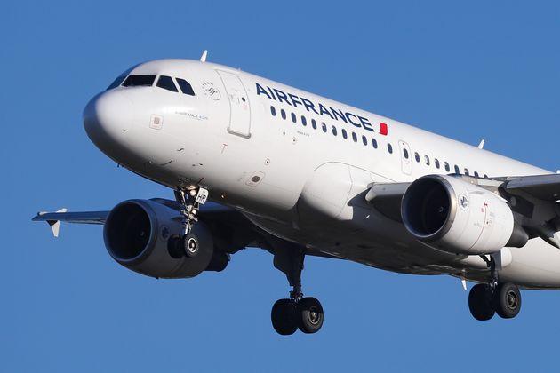 Air France: Λιστέρια βρέθηκε σε σάντουιτς που προσφέρονταν σε