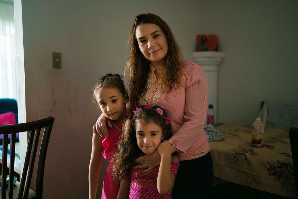Rama ao lado de suas filhasLamar e Celin, hoje com 7 e 5 anos,