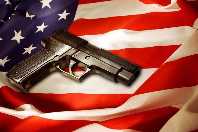 Além de terem que respeitar as regras nacionais para posse de armas, cada estado americano tem...