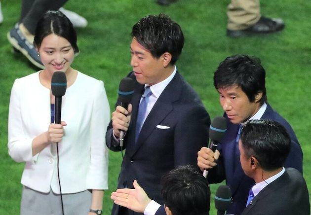 小川彩佳さん(左端)