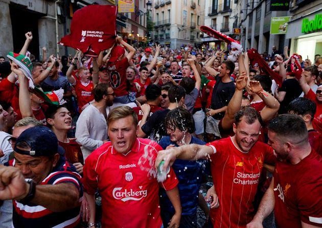 Cuatro hinchas británicos detenidos en Madrid por