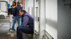 Prima notte in fabbrica per i dipendenti Whirlpool di Napoli: la protesta per difendere il loro