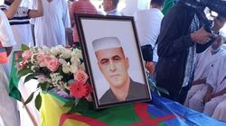 Début des funérailles de Kamel Eddine Fekhar au cimetière d'El