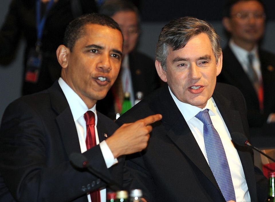Barack Obama e o então premiê britânico, Gordon Brown, na reunião de cúpula...