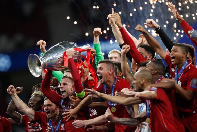 리버풀이 토트넘을 꺾고 챔피언스리그 우승컵을