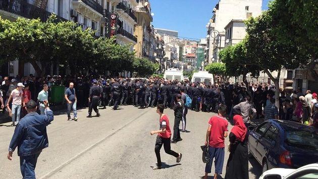 La manifestation des étudiants réprimée à coups de