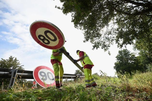 Un remplacement de panneau de limitation de vitesse à 90 km/h par un panneau à 80 km/h...