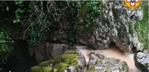Salvi i quattro speleologi intrappolati nella grotta
