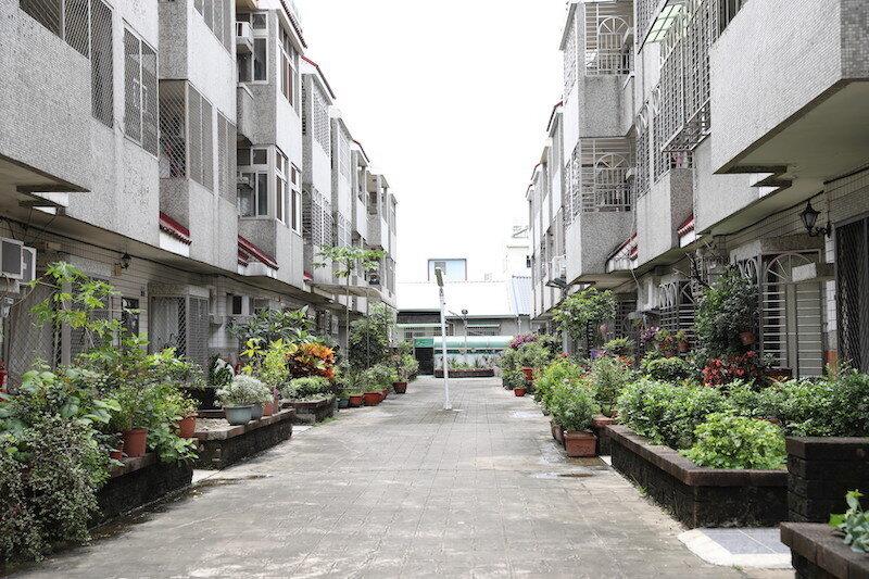 ▲機車退出社區之後,住戶開始認真經營自家花園,綠化且溫馨。