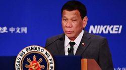 두테르테 필리핀 대통령이 자신이 게이였으나 '치료되었다'고