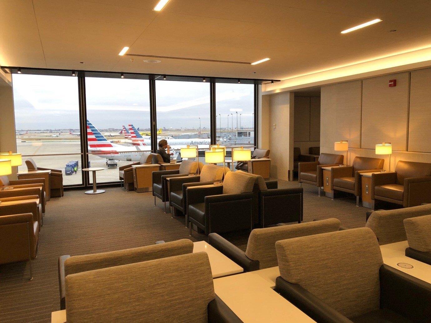 我們的班機是下午四點,下午時段使用 Flagship Lounge 的人不多,感覺空間寬敞很清爽也安靜