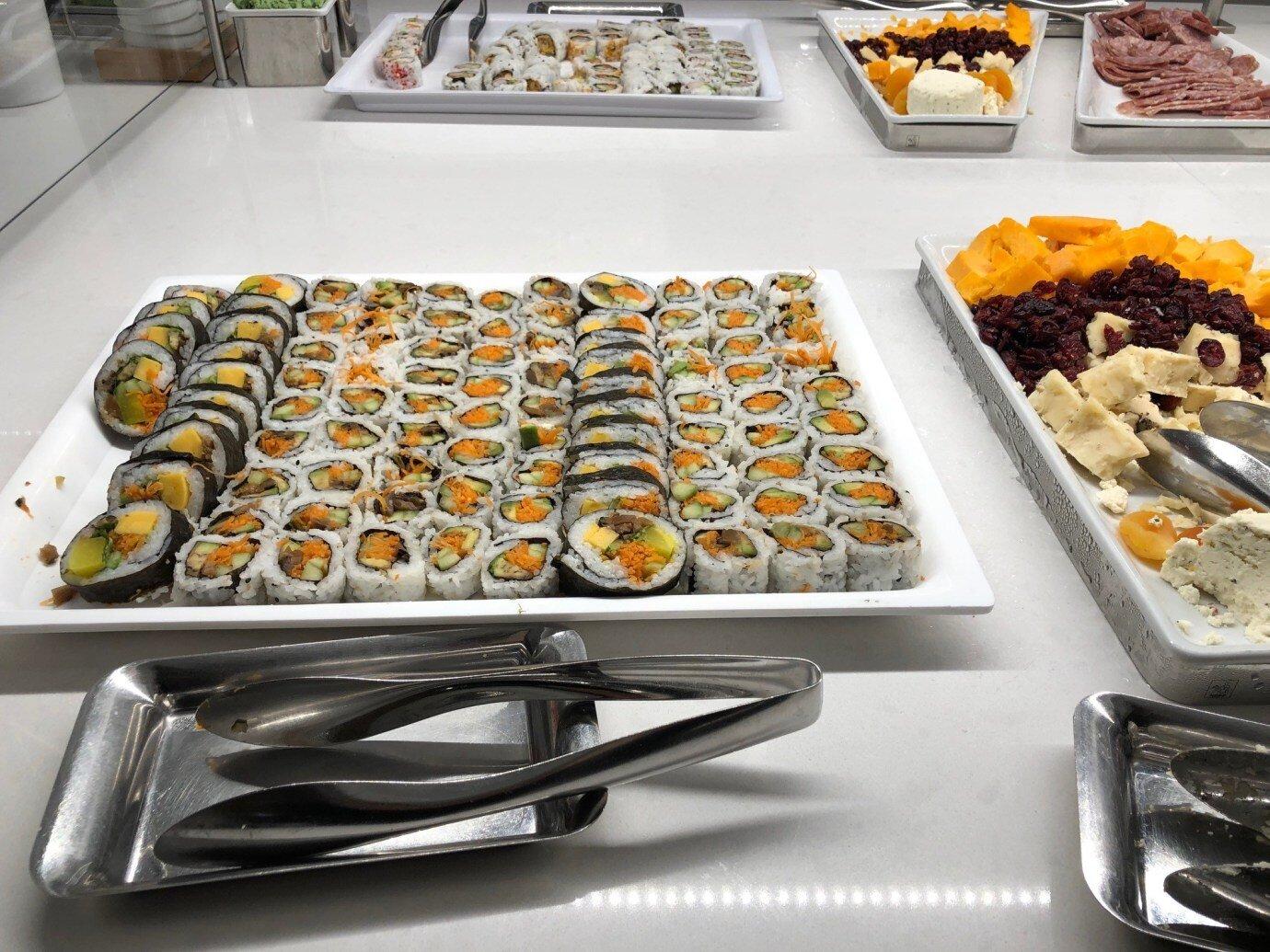 冷食區有壽司、起士、火腿等等