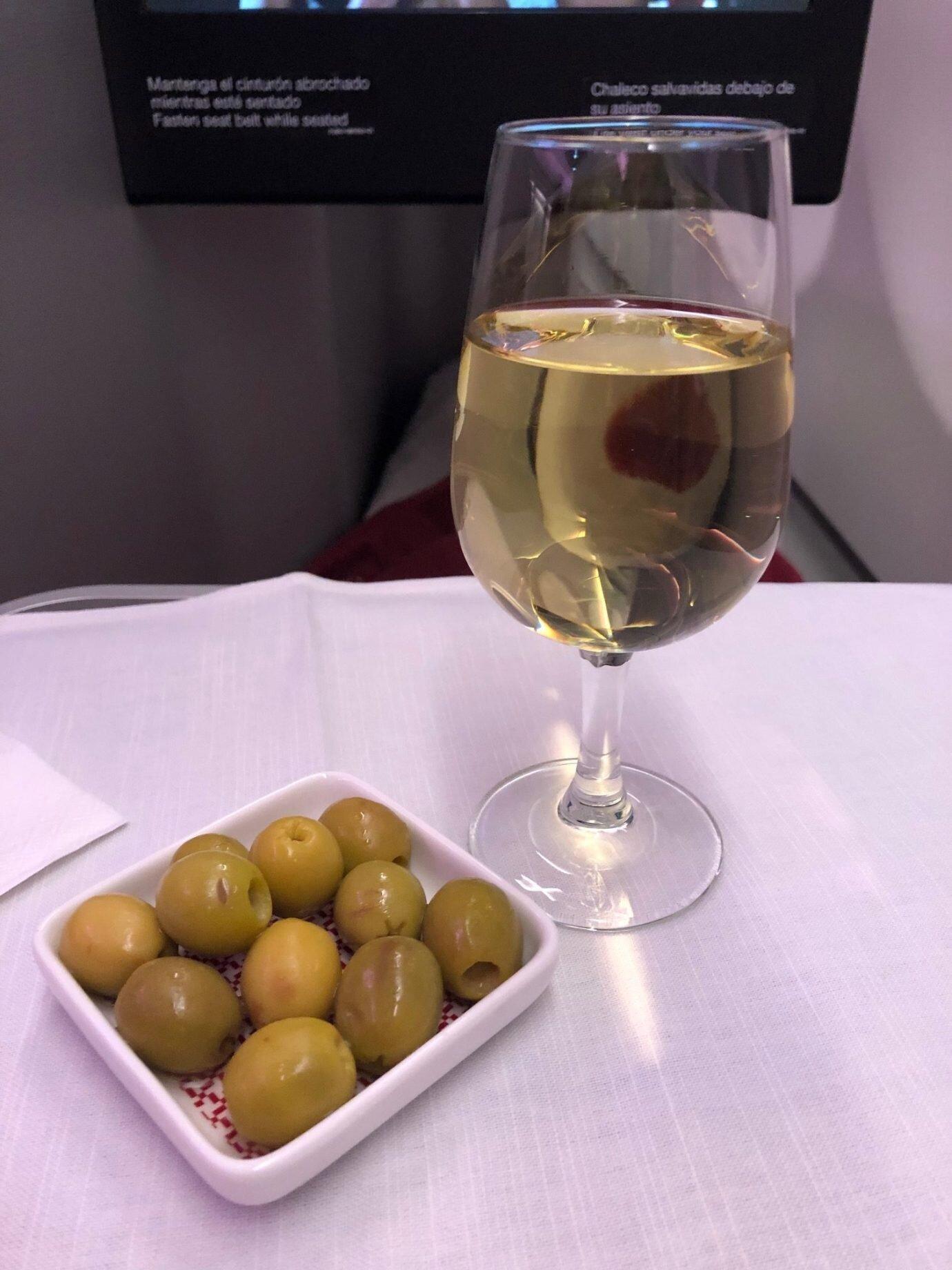 果然是地中海國家,餐前先來盤綠橄欖。搭配餐前酒,吃起來口感清脆好吃