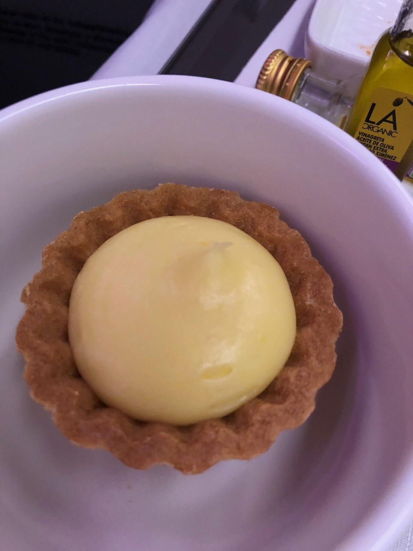 飯後甜點是一小塊檸檬塔,真的很小,直徑大概二英吋,兩三口就吃完了