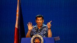Ήμουν και εγώ «λίγο γκέι...αλλά θεραπεύτηκα» λέει ο ανεκδιήγητος πρόεδρος των Φιλιππίνων,