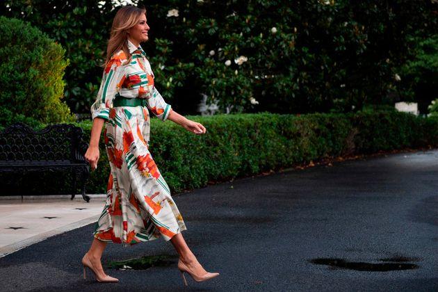 Melania Trump omaggia Londra con un abito Gucci ispirato alle attrazioni della