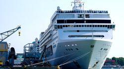 Un crucero impacta contra un barco turístico en