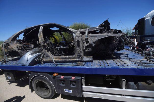La grúa se lleva el coche calcinado de José Antonio Reyes, el pasado