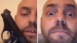 Il leghista candidato a Ferrara a letto con la pistola: