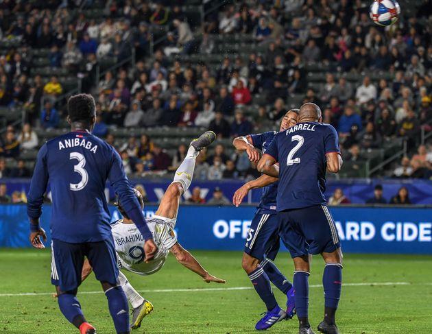 Zlatan Ibrahimovic marque un but superbe avec le Los Angeles