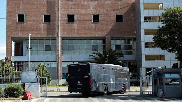 efac6aaf67a Η απόδραση τεσσάρων επικίνδυνων ποινικών κακοποιών από τη Διεύθυνση  Μεταγωγών ήταν η δεύτερη μέσα σε διάστημα έξι μηνών και φέρνει στο φως τα  κενά ασφαλείας ...