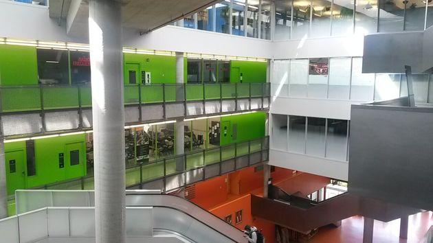 Un bâtiment de l'Ecole Polytechnique de Montréal, sur le Mont