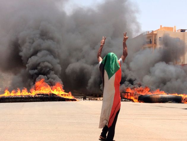Sudan, i militari reprimono nel sangue la