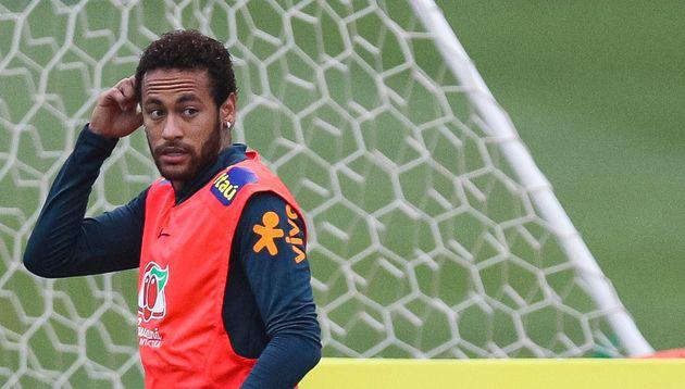 O jogador de futebol Neymar Junior será investigado por divulgar fotos íntimas de uma mulher...