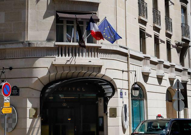 Um assistente do atacante teria enviado a ela passagens de avião e reservas de um hotel em Paris,...