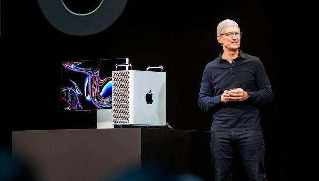 Le PDG d'Apple Tim Cook présente le nouvel ordinateur Mac Pro lors de la conférence WWDC...