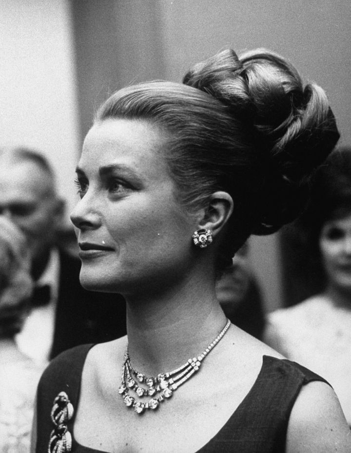 Princess Grace wearing the diamond Cartier necklace.