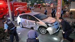 駐車場でバックの車に接触、子ども含む4人負傷 運転の80歳逮捕