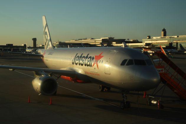 成田空港に駐機する格安航空会社(LCC)ジェットスター・ジャパンの機体