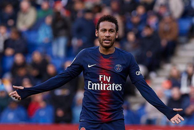 Accusé de viol à Paris, Neymar assure être tombé dans