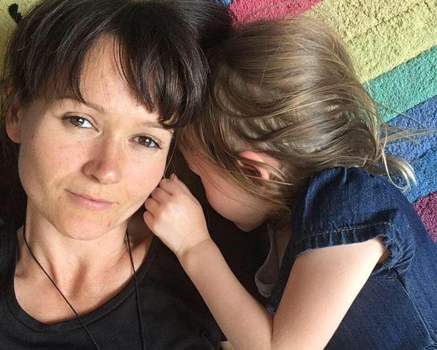 Morta mamma che rifiutò la chemio per curare il cancro con dieta vegana e