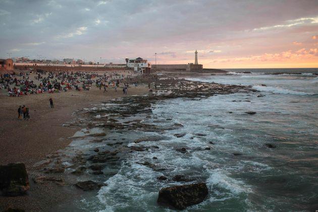 Pendant ramadan, la plage des Oudayas devient un restaurant à ciel