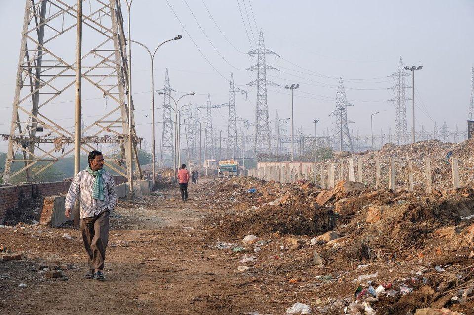 Cette décharge en Inde est plus haute que l'Arc de