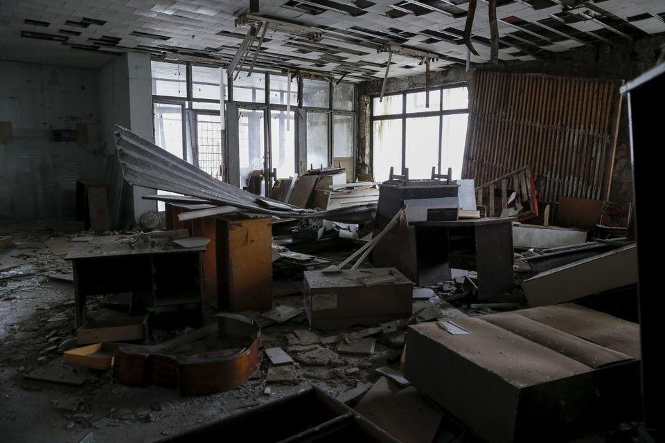 Vista interior de um edifício na cidade abandonada de