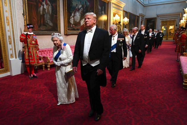 Donald Trump y la reina Isabel, en la cena de gala ofrecida en Londres el pasado