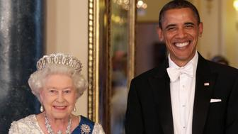 LONDON ,UNITED KINGDOM - MAY 24: Queen Elizabeth II and US President Barack Obama arrive for a State Banquet at Buckingham Palace on May 24, 2011 in London, England. (Photo by Rota/Anwar Hussein/Getty Images)