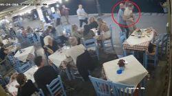 Il turista sta per soffocare. Il proprietario del ristorante lo salva con la manovra di